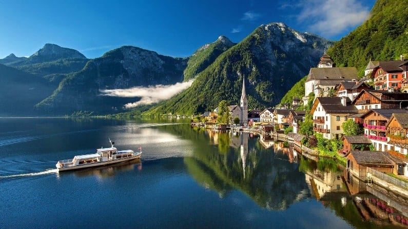 Places to be in AWE in front of nature: Austrian Mountains and Lakes